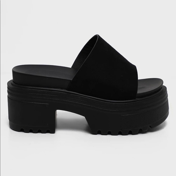 ISO- CHUNKY PLATFORM CLEATED MULES